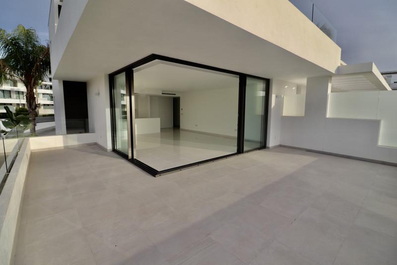 Marbella Banus Apartamento Planta Media en venta en Atalaya – R3523129