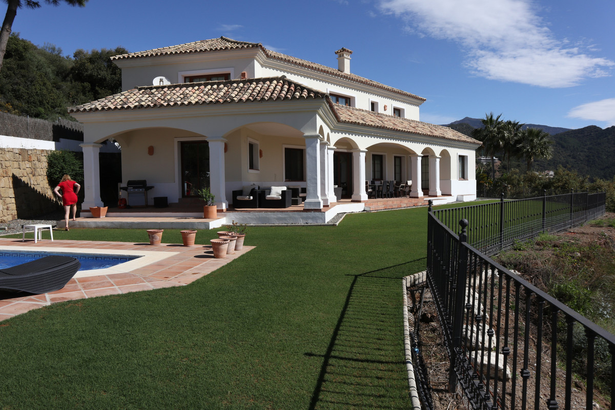 SOLE AGENCY  Impressive mansion built with high quality materials located in the heights of the Mont, Spain