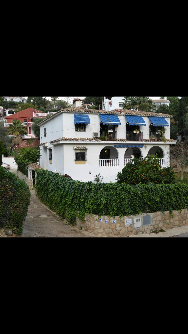 House with 6 rooms in the sierrezuela in good condition with garden and garage.,Spain