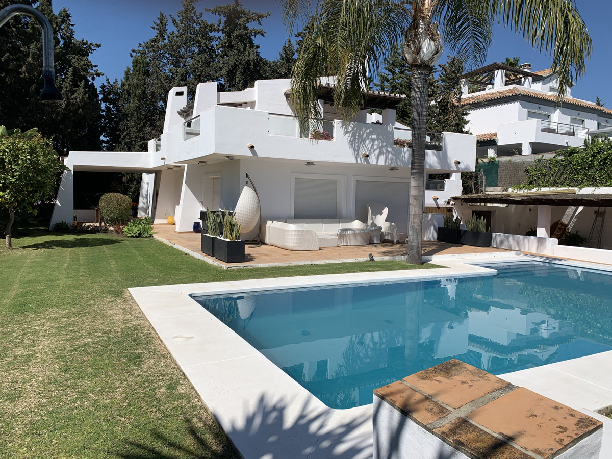Well-presented and great value detached villa with private pool and fantastic outside space and wrap, Spain