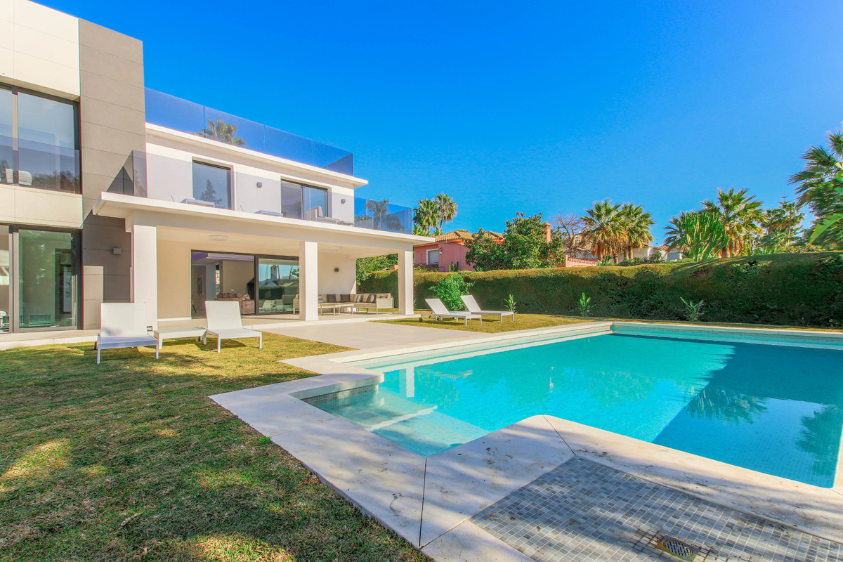 High end, top quality, newly built, west facing luxury detached home in a gated community at the ver, Spain