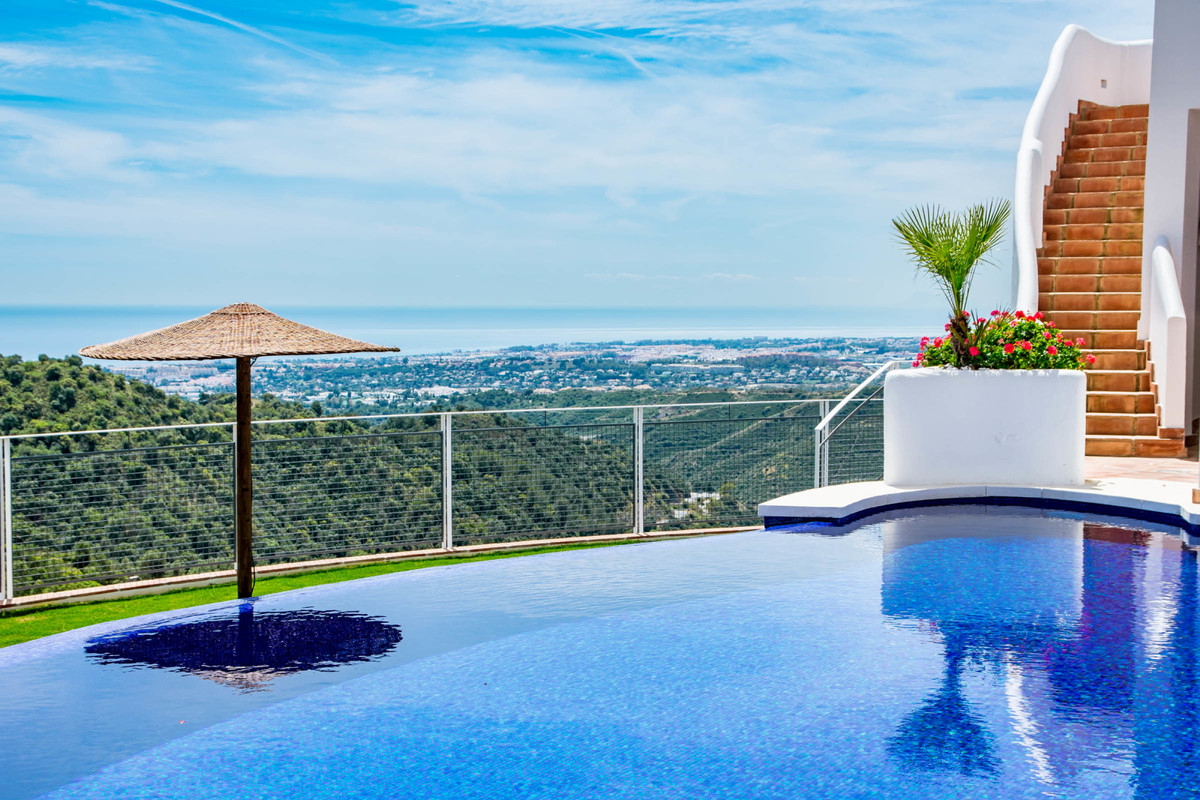Well presented, south west facing townhouse with spectacular sea and lake views, in a secluded urban,Spain