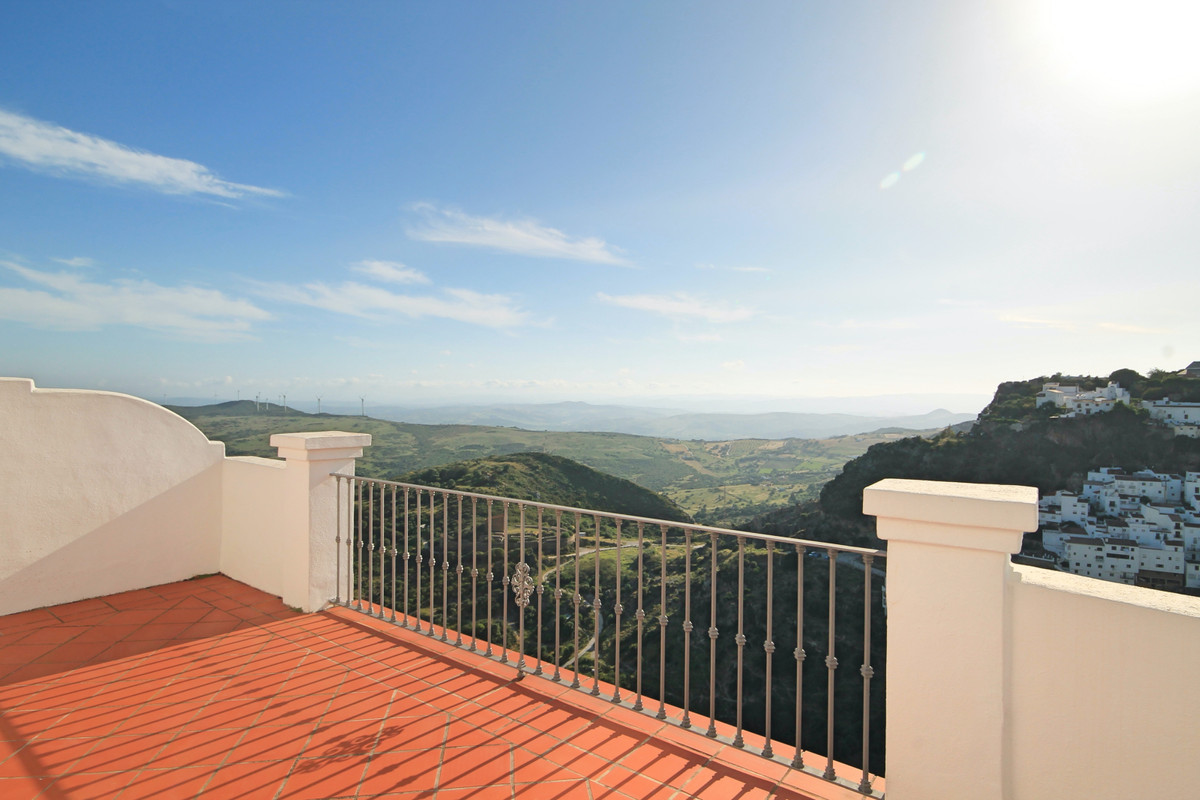 Large, three bedroom, Andalusian style townhouse with spectacular panoramic views in the picturesque,Spain
