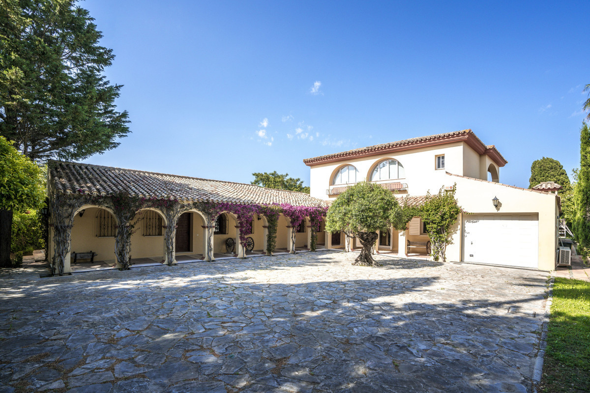 Substantial Andalucian style cortijo, located frontline to the Real Club de Sotogrande golf course, ,Spain
