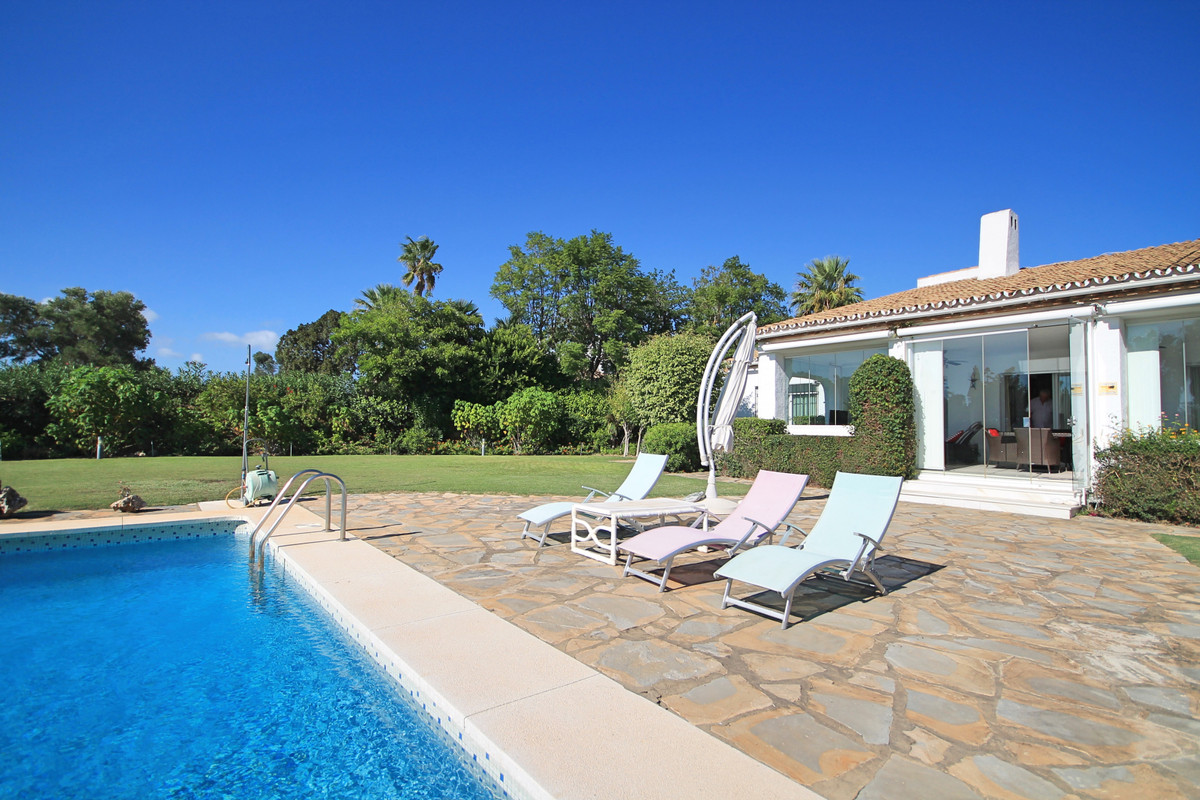 Villa Independiente en La Duquesa, Costa del Sol
