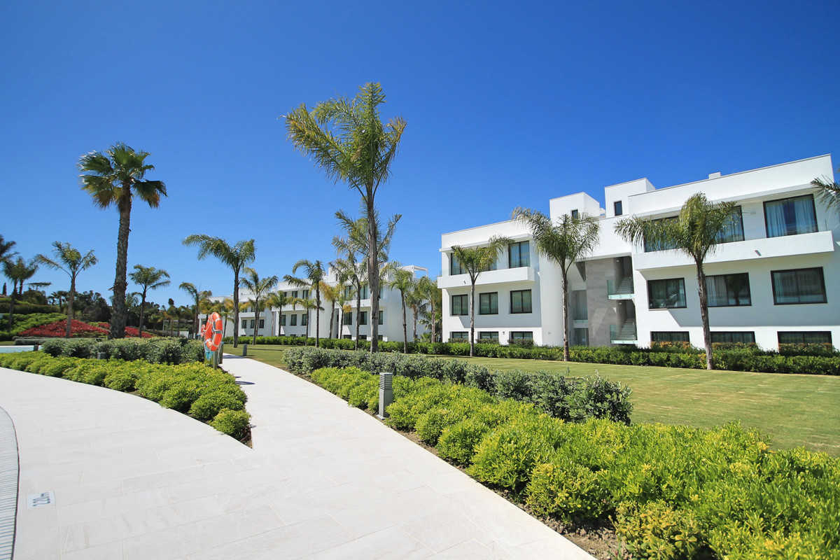 Brand new, three bedroom, south west facing apartment on the first floor, in the high end Catelaya c,Spain
