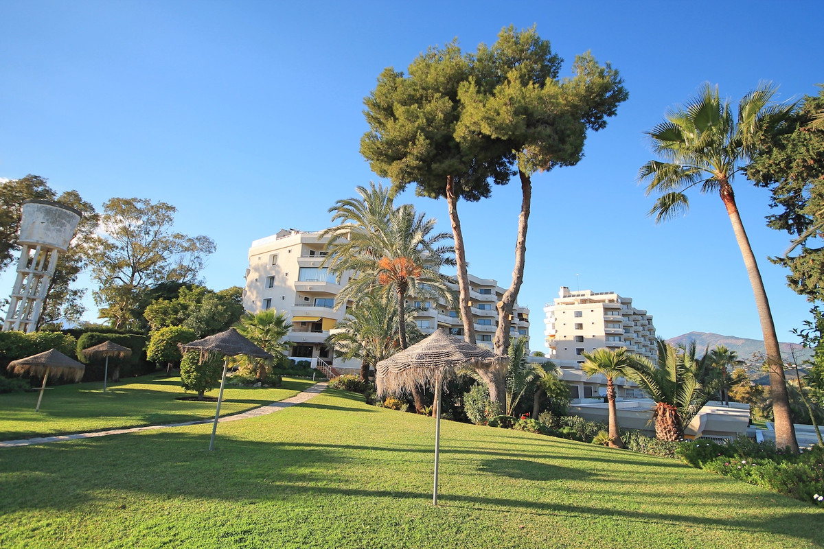 Completely refurbished two bedroom, west facing apartment located next door to the Atalaya Golf club,Spain