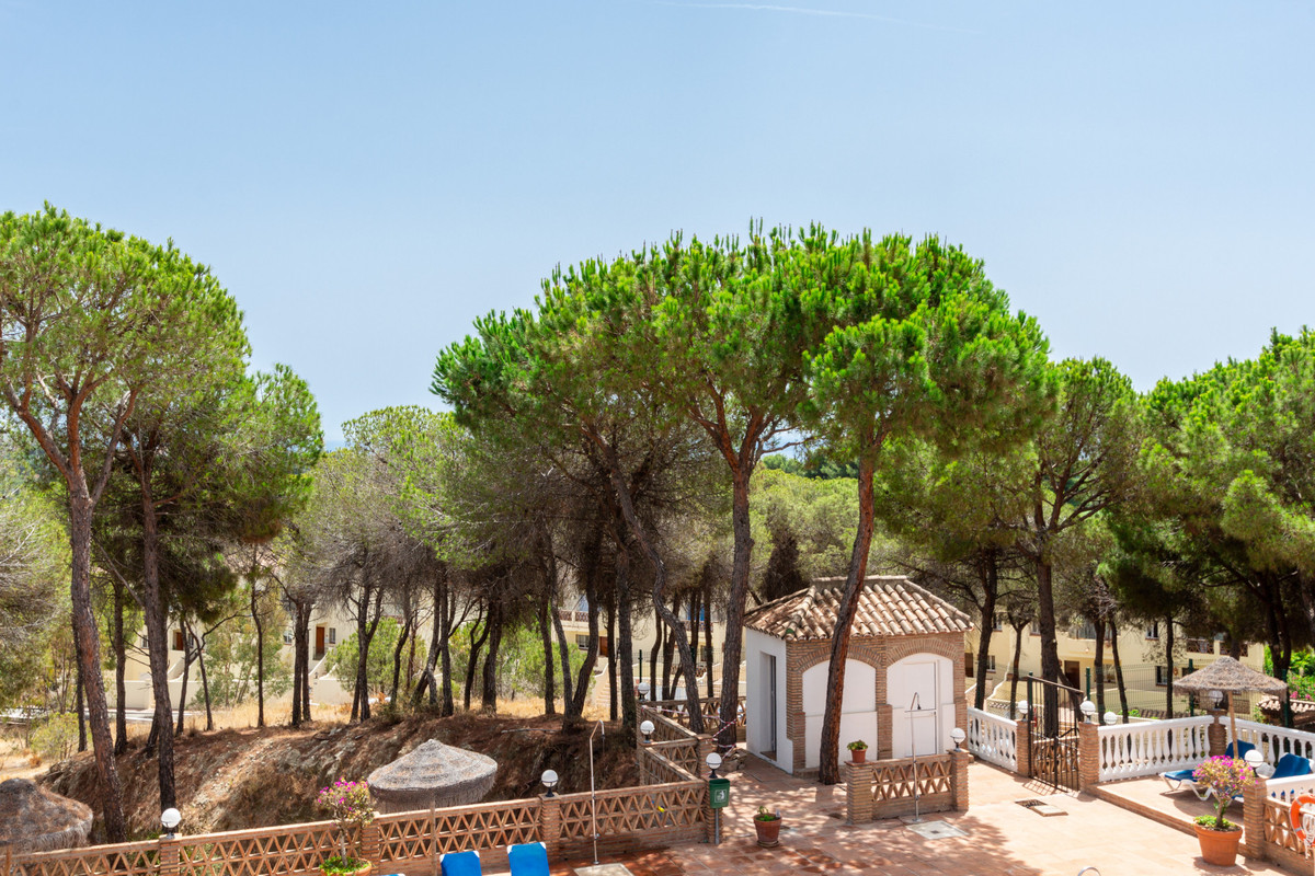 Elevated and bright, two bedroom, two bathroom apartment with views to the sea and the La Concha mou,Spain