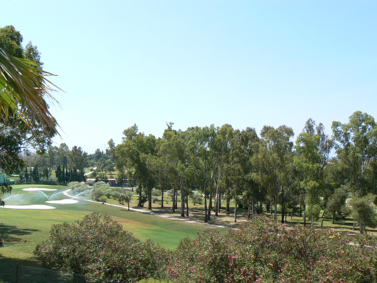 Large and elevated three bedroom, south facing, duplex penthouse, located in a frontline golf urbani,Spain