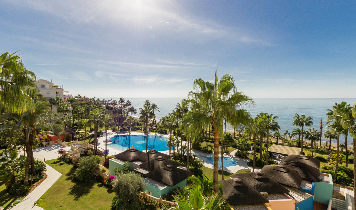 Very large two bedroom apartment with direct and panoramic sea views in a frontline beach apartment ,Spain