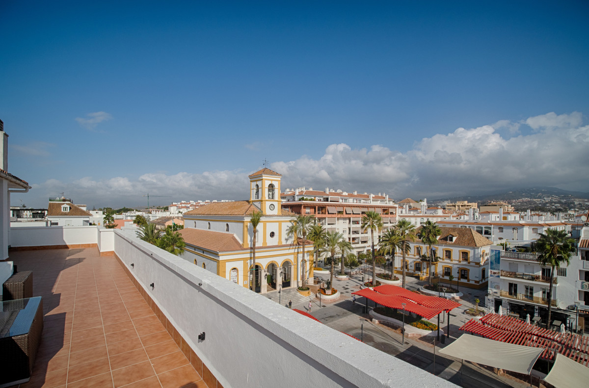 Bright and centrally located, three bedroom top floor apartment with views of San Pedro town square ,Spain