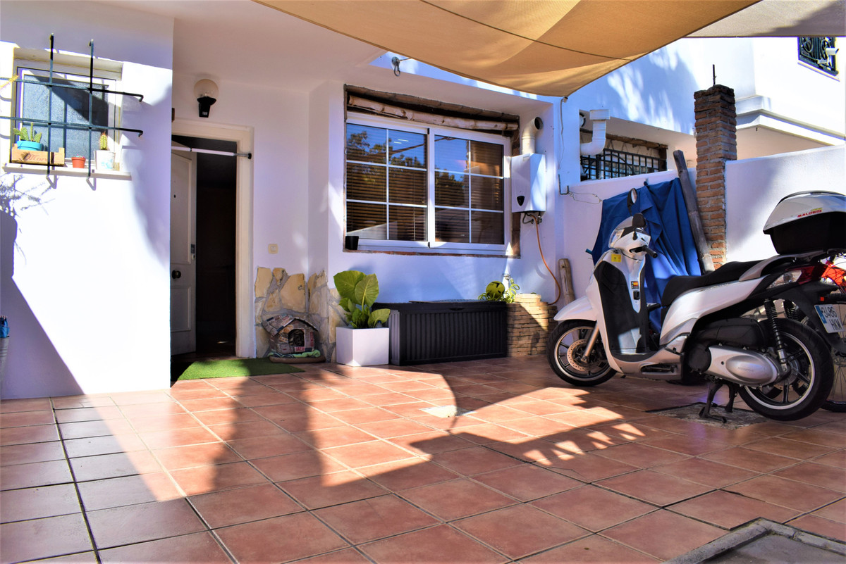 The townhouse: -120m2 built (100m2 useful). -3 levels. -3 bedrooms and 2 bathrooms. -2 terraces and ,Spain