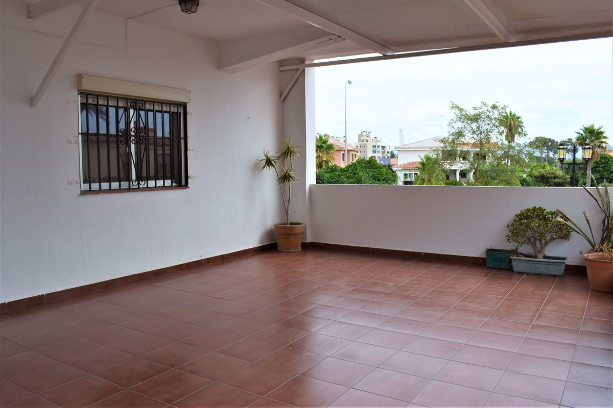 The apartment: -92m2 built (60m2 useful). -2 bedrooms and 1 bathroom. -Terrace of 30m2. -South orien,Spain