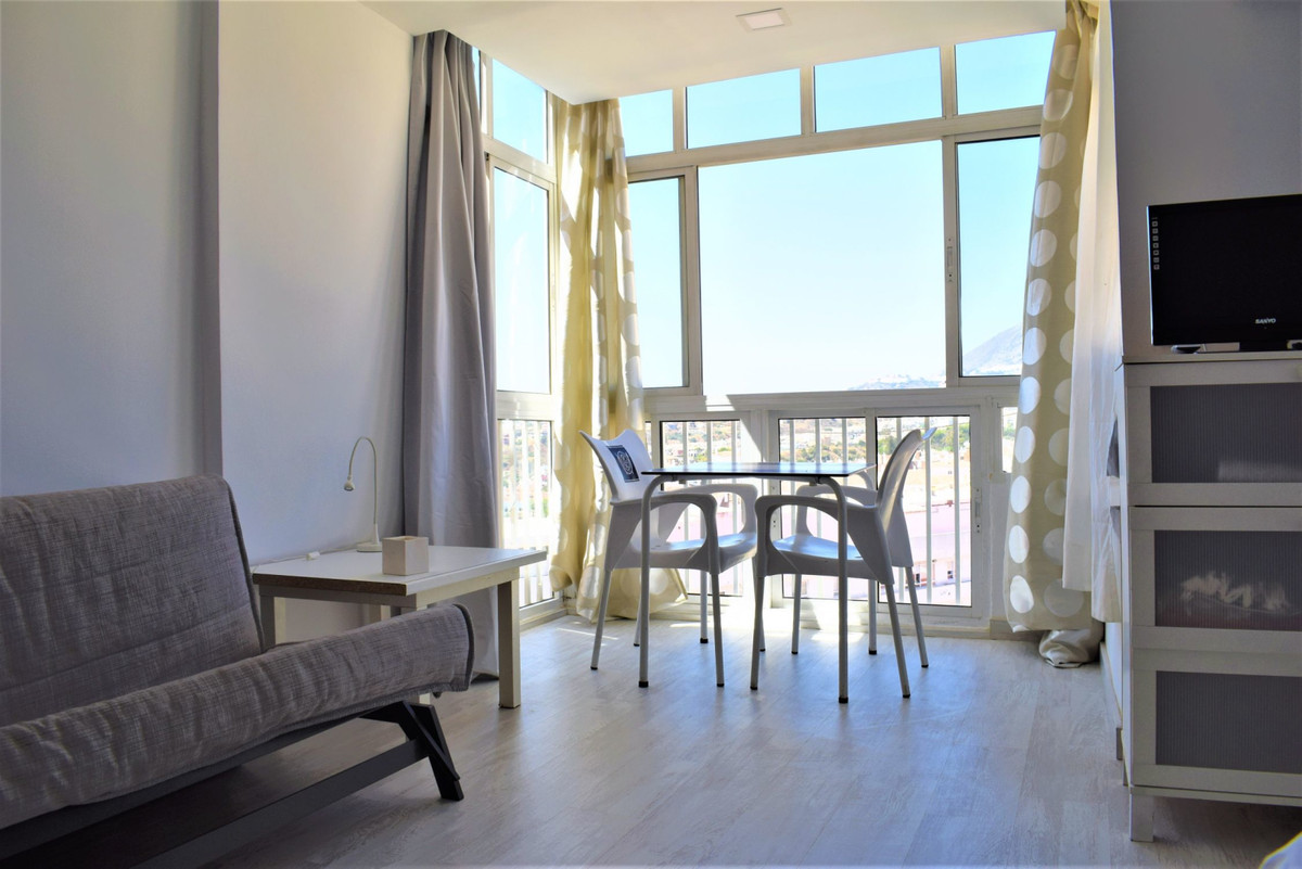 The studio: -28m2. -Southwest orientation. -Panoramic views. -6th floor. -Lift. -Swimming pools. -Co, Spain