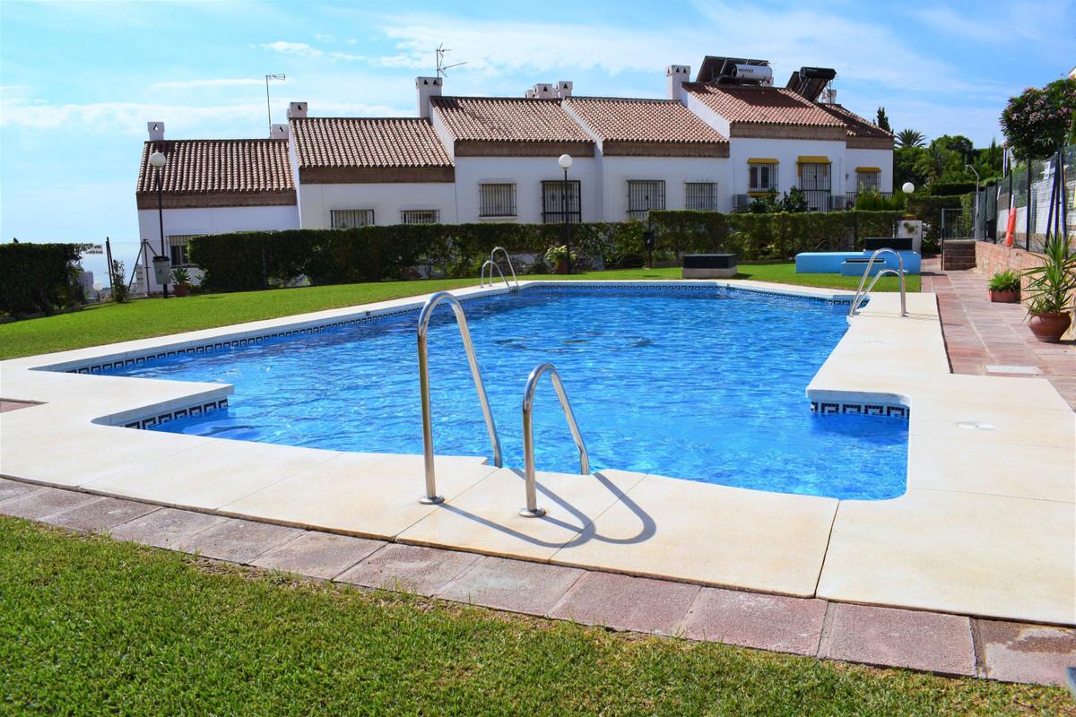 Townhouse: -3 levels. -135m2. -4 bedrooms, 2 bathrooms, 1 toilet. -Terrace. -South orientation.  -Se,Spain