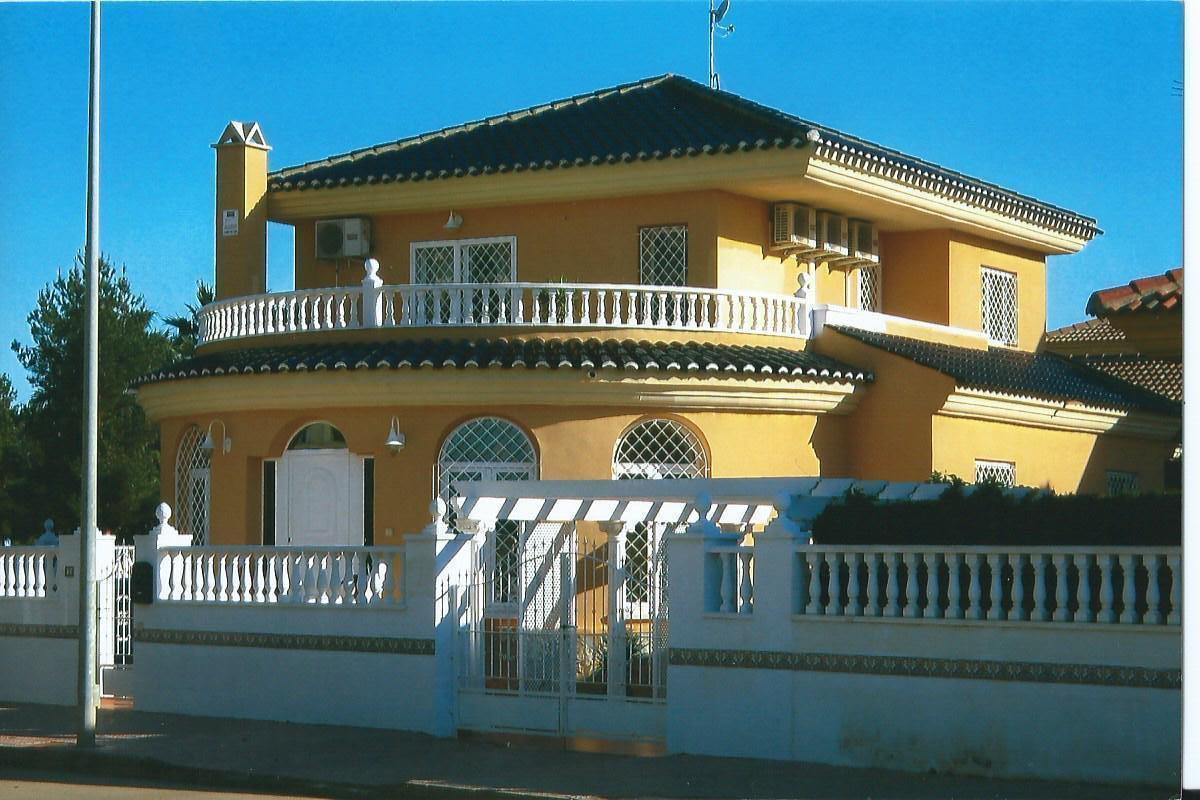 This delightful detached Villa is only a few minutes' walk from Los Alcazares main square and pedest, Spain