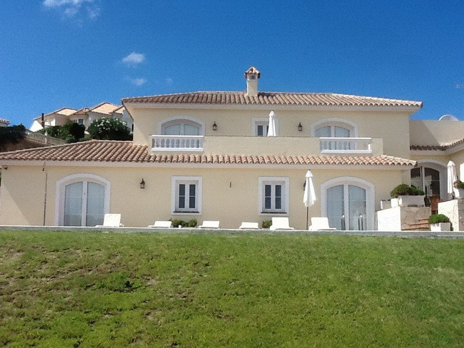 Luxurious Villa in Sotogrande in the Community of La Alcaidesa -Pool and Spectacular Sea Views - REC, Spain