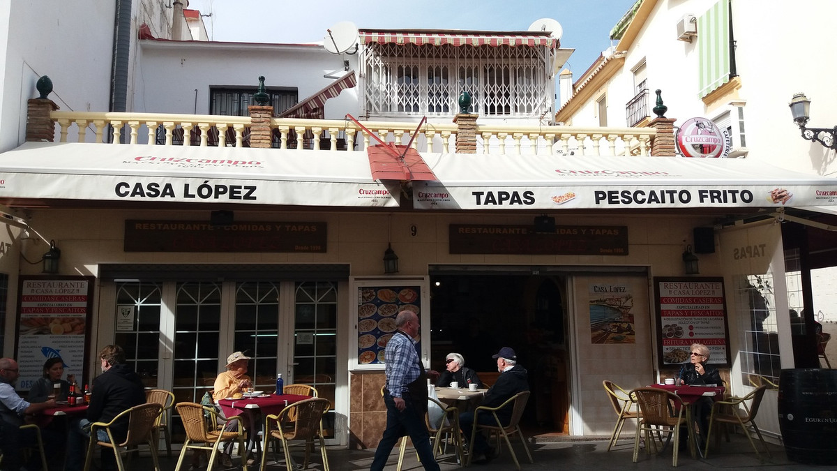 Working restaurant with an 18 m2 terrace plus 5 or 6 tables inside. Fully equipped, furnished and wi, Spain