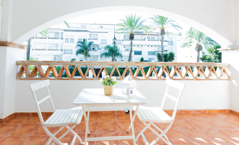 GREAT  INVESTMENT OPPORTUNITY Large apartment at just 40m to the beach. Was 2 bedrooms but has been ,Spain