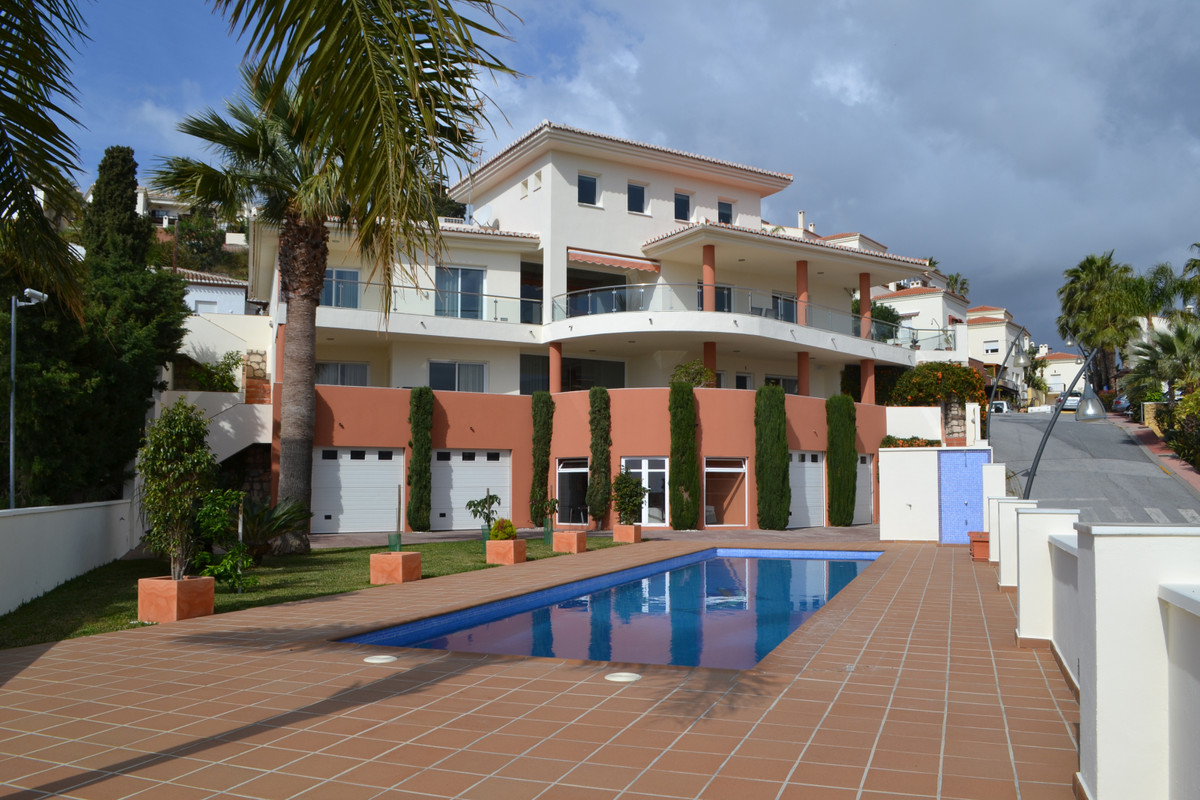 This design villa is located in one of the best areas of Almunecar. It offers all the services and a, Spain