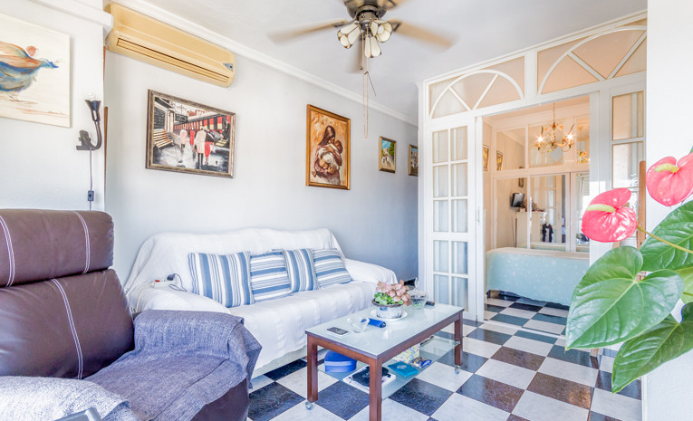 This flat is at Plaza Colina, 29620, Torremolinos, Malaga, on floor 1. It is a flat, built in 1980, ,Spain