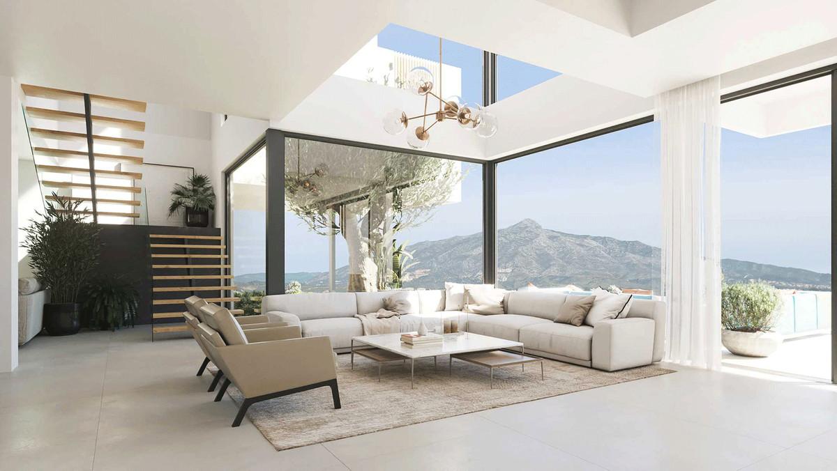 Detached Villa for sale in El Paraiso R3836047
