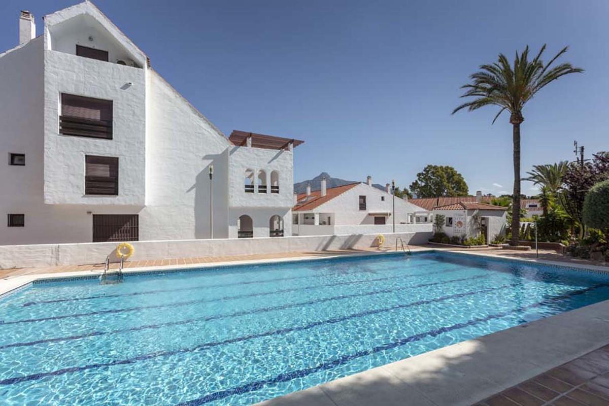 Marbella Banus Apartamento Planta Media en Venta en Nueva Andalucía – R3713249