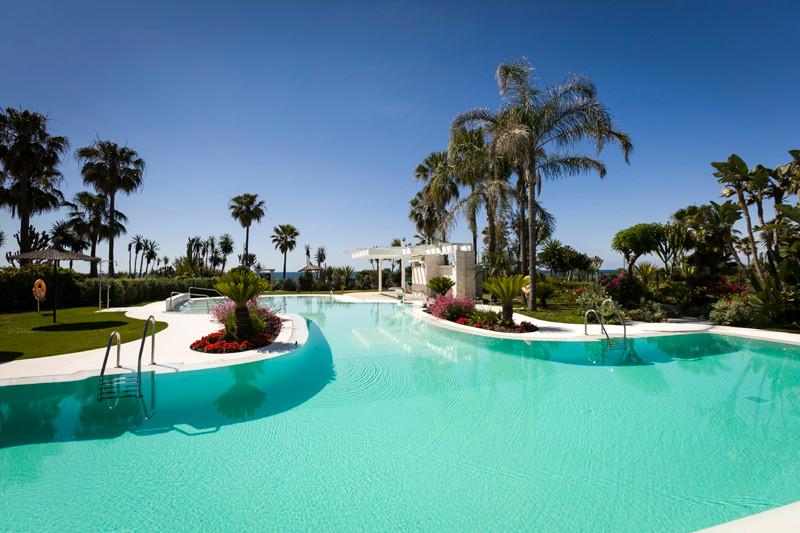 Marbella Banus Adosada en Venta en New Golden Mile – R3190408
