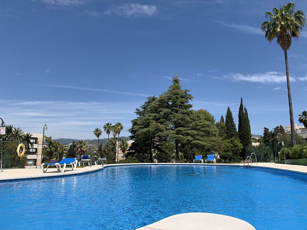 Light and well located second floor apartment in Torre de Aloha, Nueva Andalucia.  A closed  develop,Spain