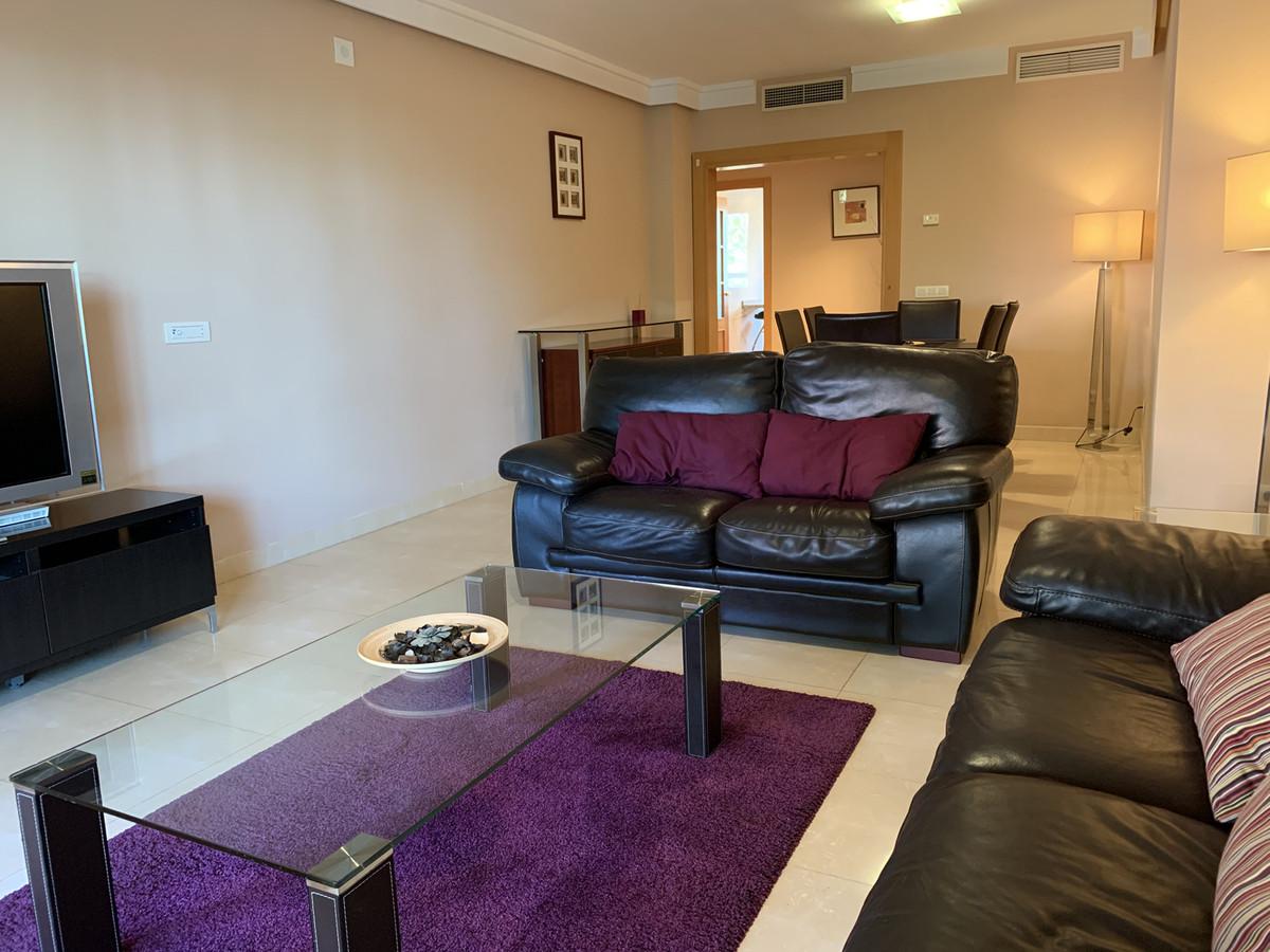 Apartamento Planta Media en Venta en New Golden Mile – R3521347