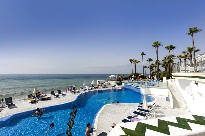 Lovely and spacious first floor apartment in Dominion Beach, front line beach complex. Closed develo,Spain