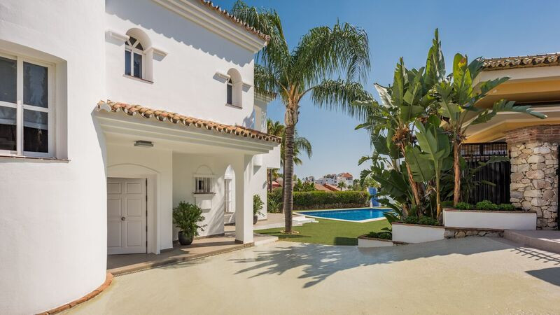 Villa / Property for Sale in Atalaya, Spain