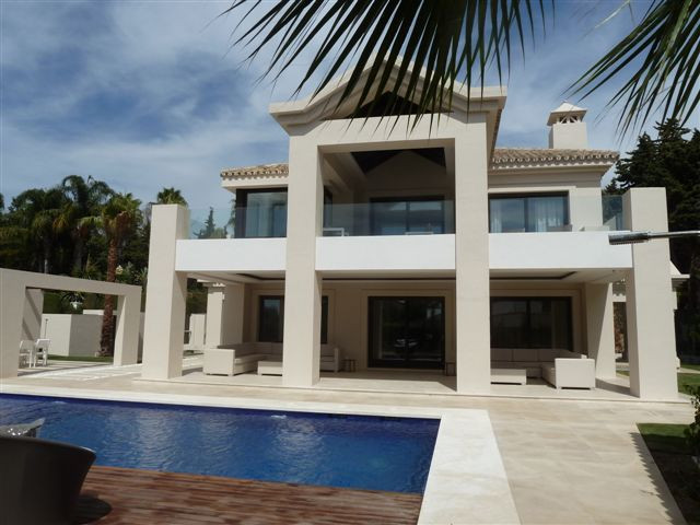 Villa / Property for Sale in The Golden Mile, Spain | buy Villa / Property Ref : SV3879 The Golden Mile, Spain