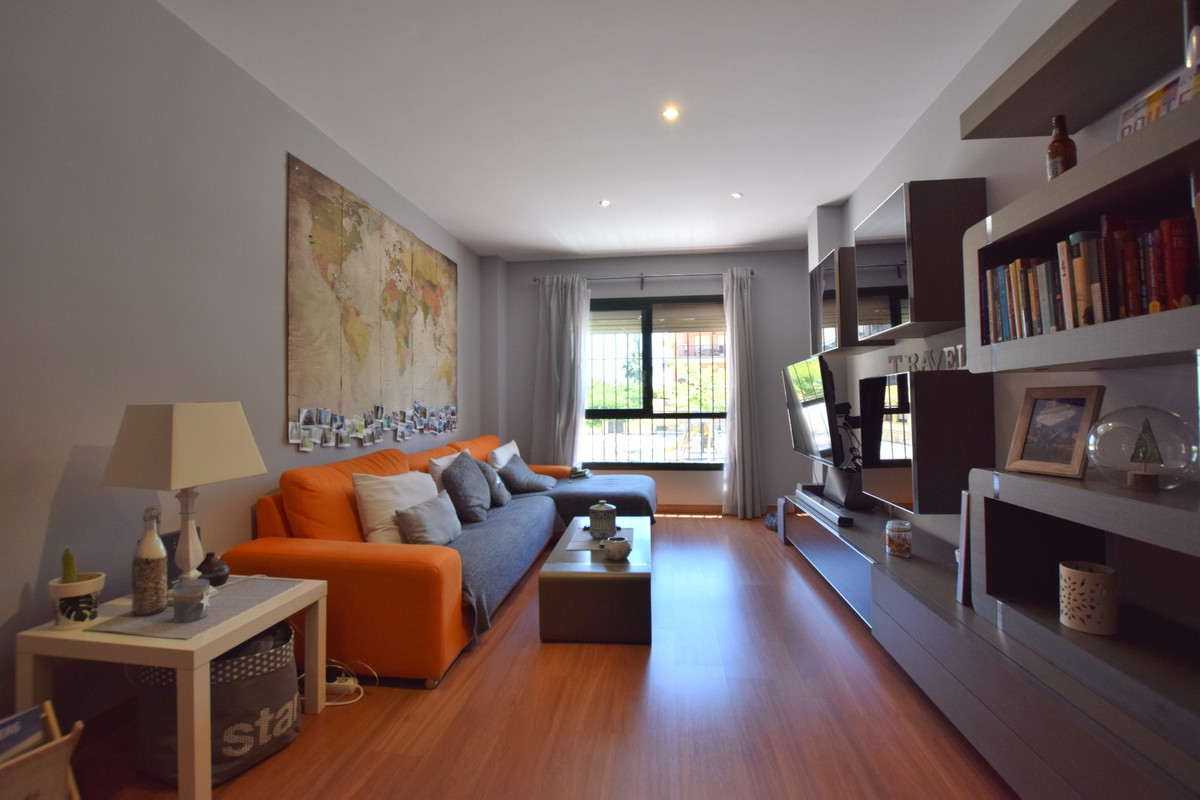 Lovely 2 bedroom Apartment with fantastic location Its in mint condition, ready to move in! Has loca,Spain