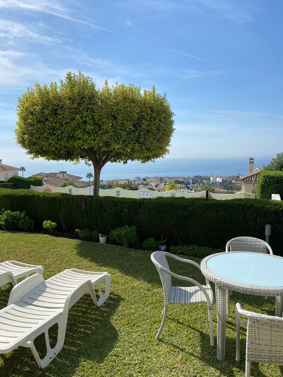 New to the market is this superb ground floor apartment located in Riviera del Sol.   This apartment,Spain