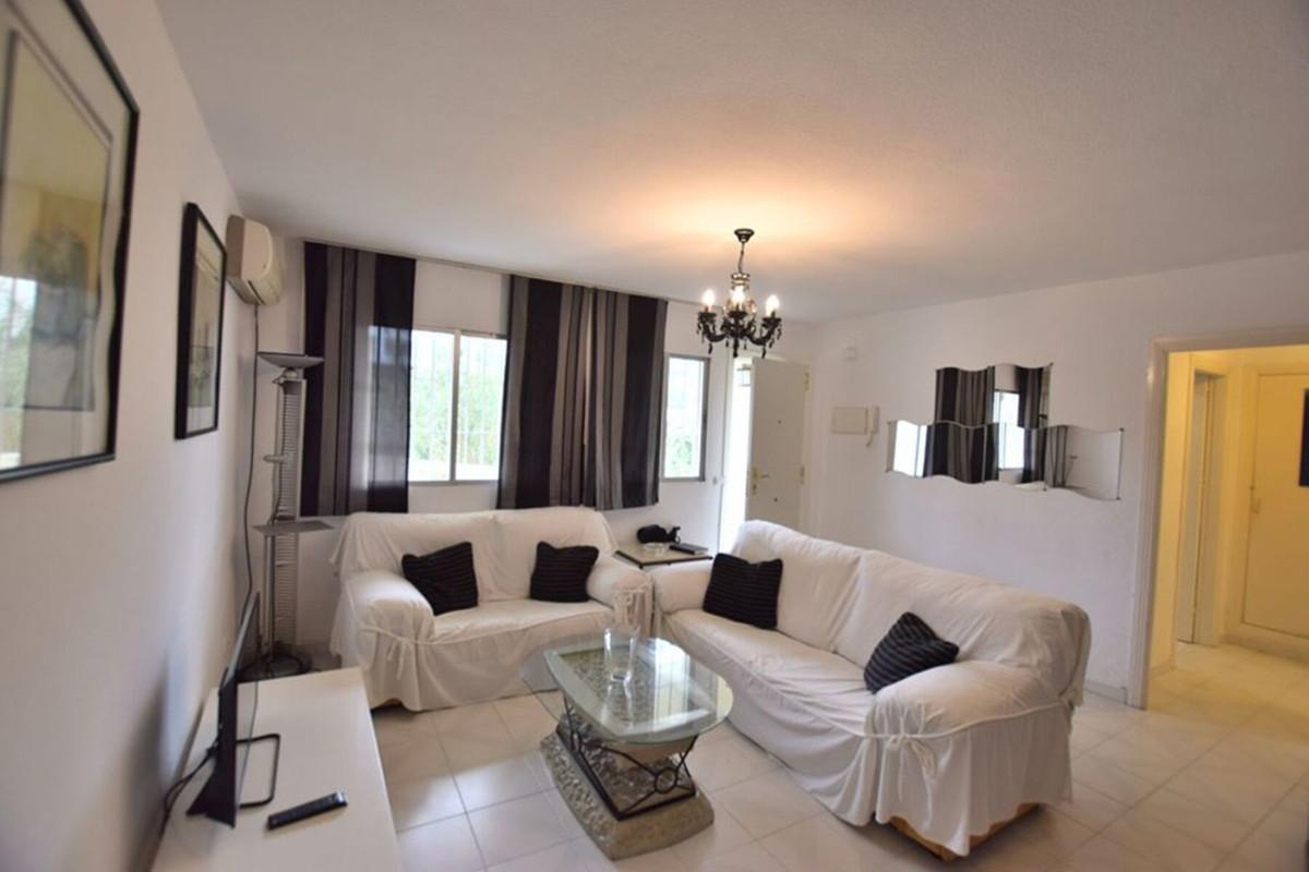 Marbella Banus Apartamento en Venta en Calahonda – R3570013