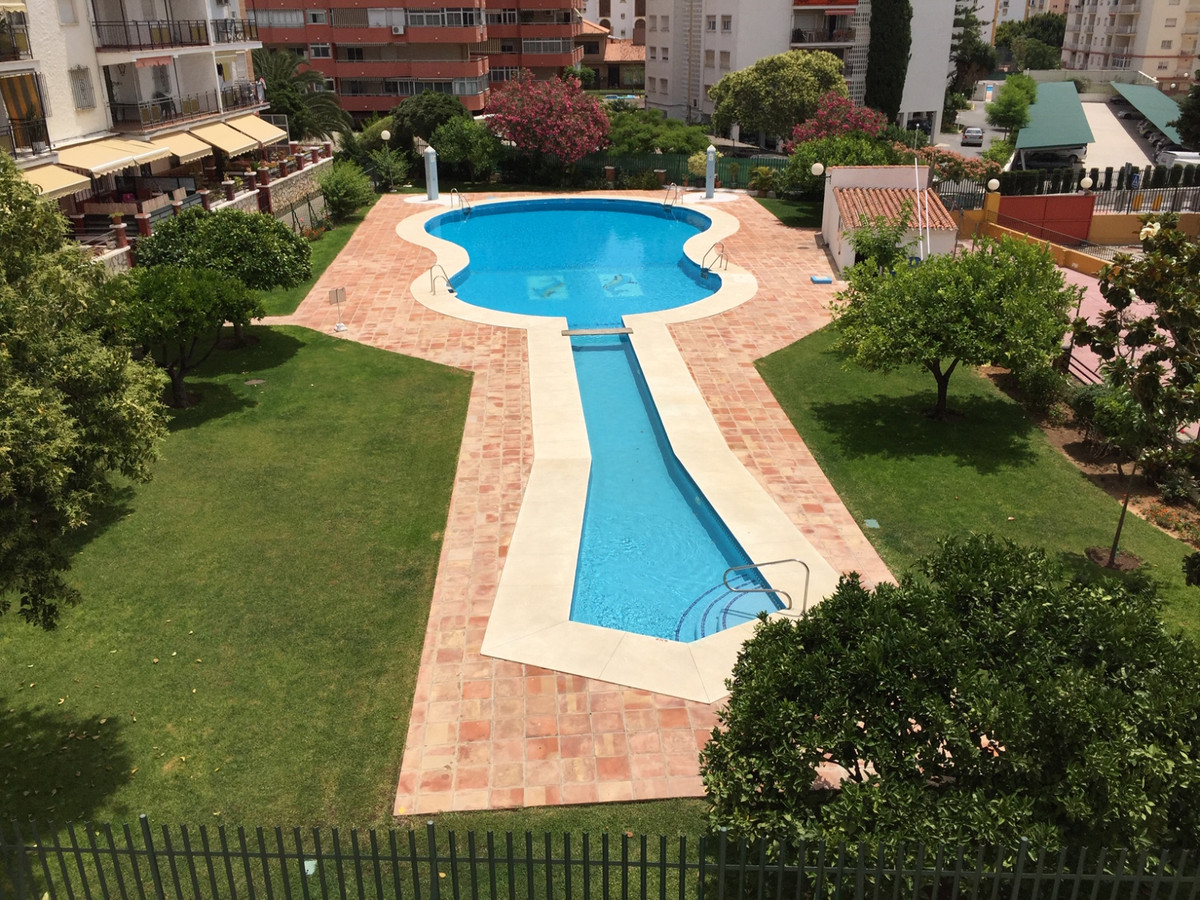 Apartment located in Los Boliches within a few steps to all amenities The property has 3 good size b, Spain
