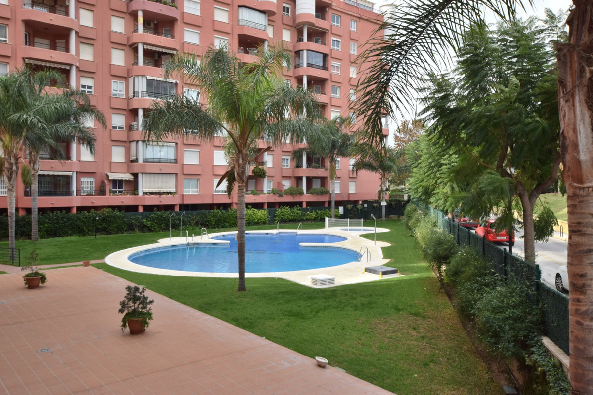 PRICE REDUCTION FROM 259.000 € TO 239.000 € TO ACHEIVE A QUICK SALE Apartment located in Los Boliche, Spain