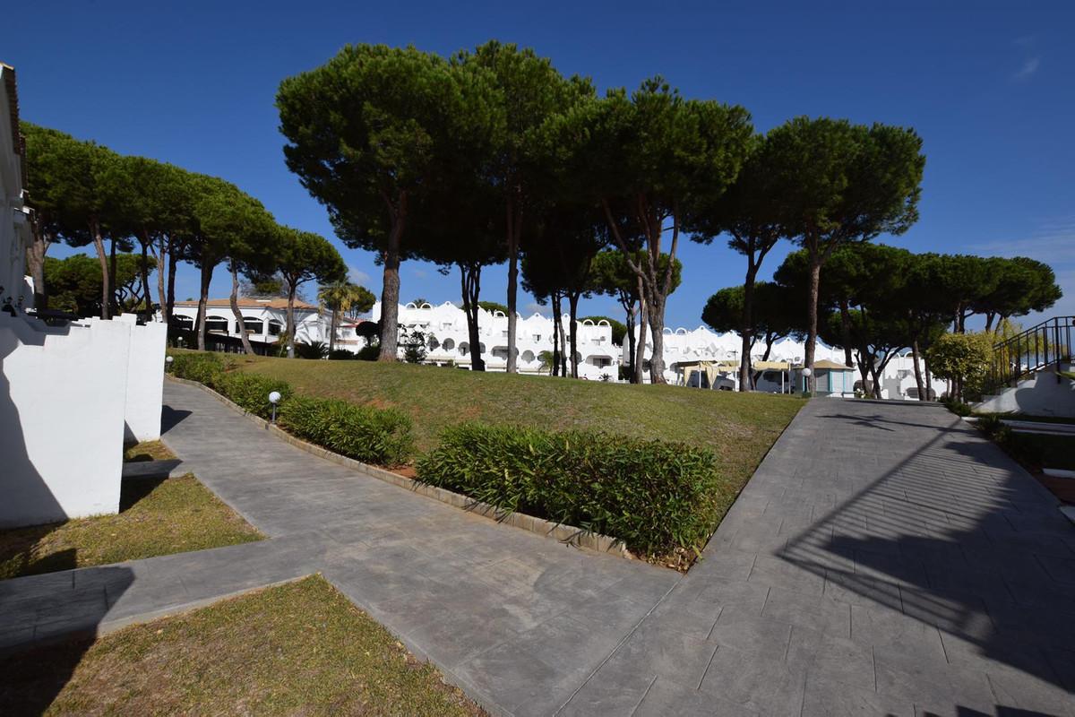 Marbella Banus Adosado en Venta en Marbella – R3809590