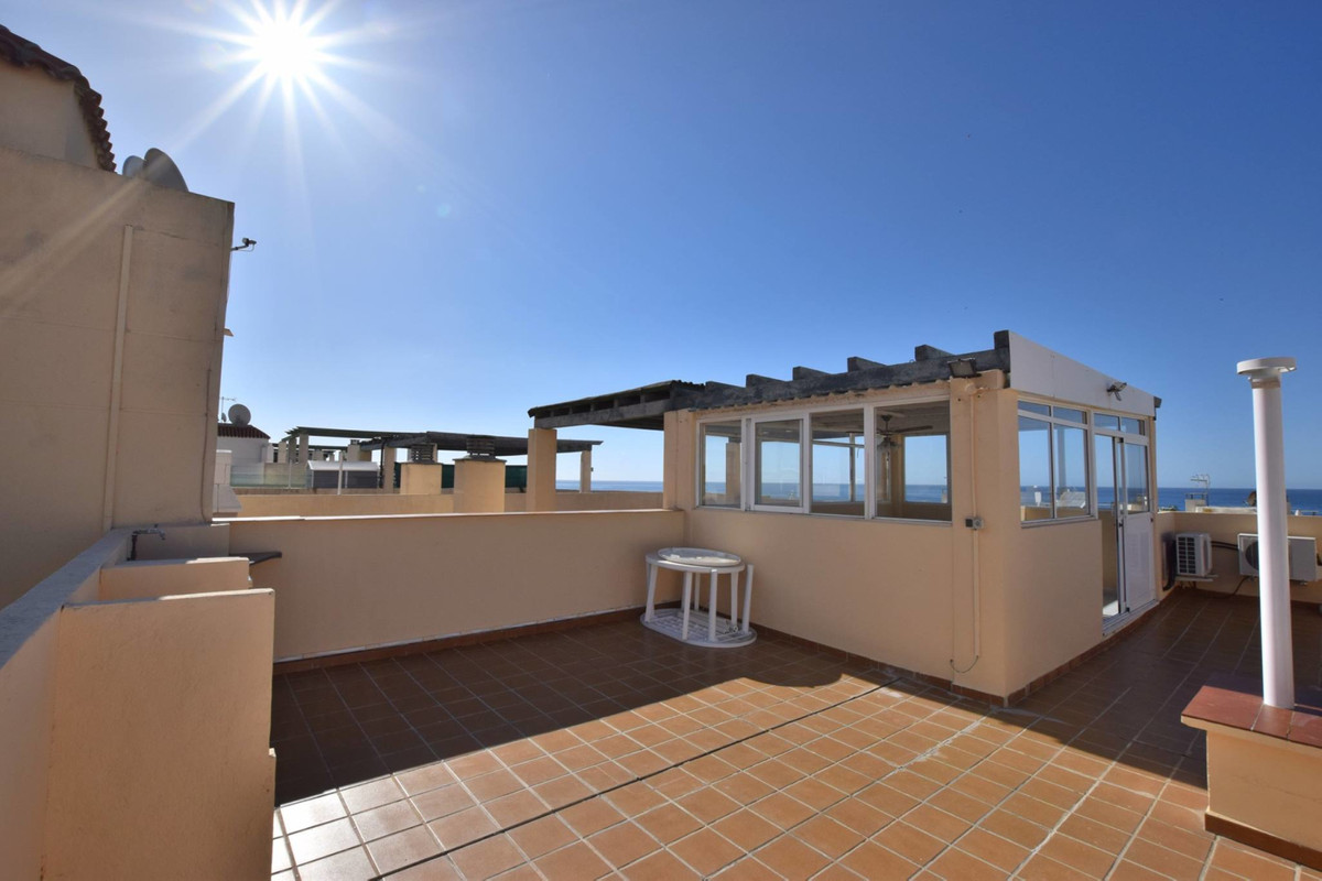 REDUCED FROM 215.000 € TO 195.000 € OPPORTUNITY! Great Penthouse for sale 15 minute walk to the beac, Spain