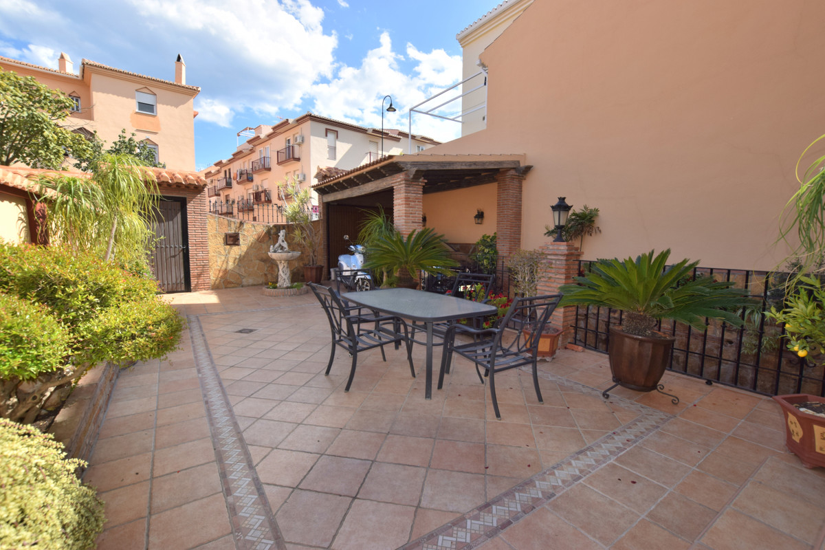 Lovely townhouse located in Las lagunas 4 bedrooms 2 bathroom 4 Floors Community pool Excellent qual, Spain