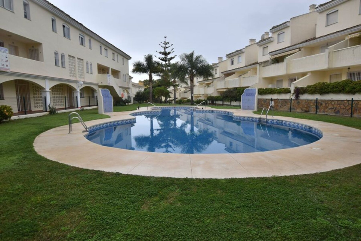 A great 2 bedroom duplex apartment on Urbanisation Buenavista in the centre of Calahonda. The proper, Spain