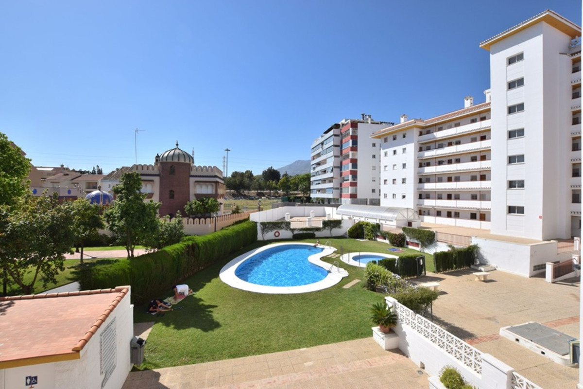 Apartment located in Los Boliches within a few steps to all local amenities The property has 3 good , Spain