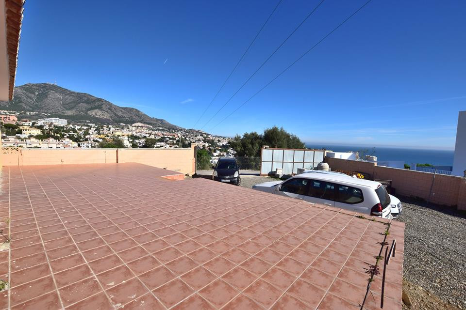 IBI; 400€/ per year  Rubbish; 80€ Villa located in Los pacos 3 bedrooms 3 bathrooms Fitted wardrobes, Spain