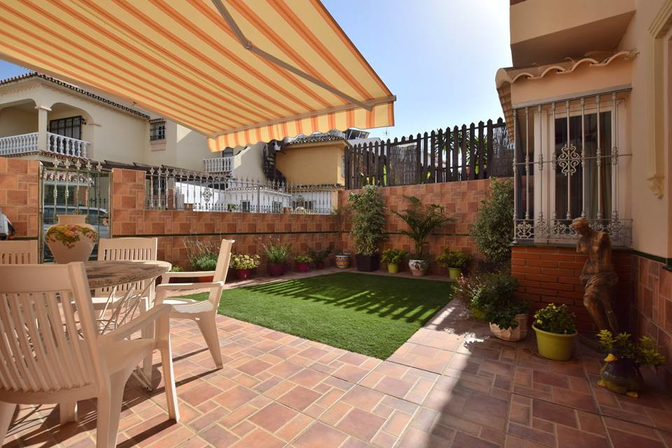 Townhouse for sale in Los Boliches