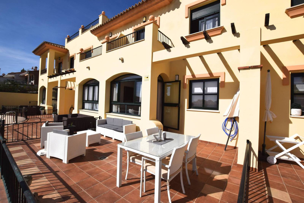 Lovely Townhouse located in Los Pacos, Fuengirola  This beautiful and modern townhouse has 3 bedroom,Spain