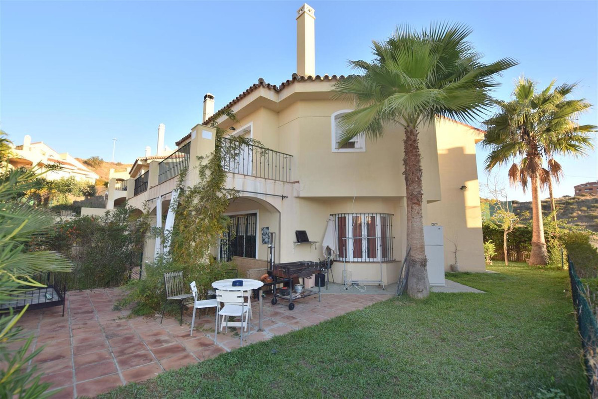 Great Townhouse with big private garden in Riviera del Sol In a gated complex with 3 community pools, Spain