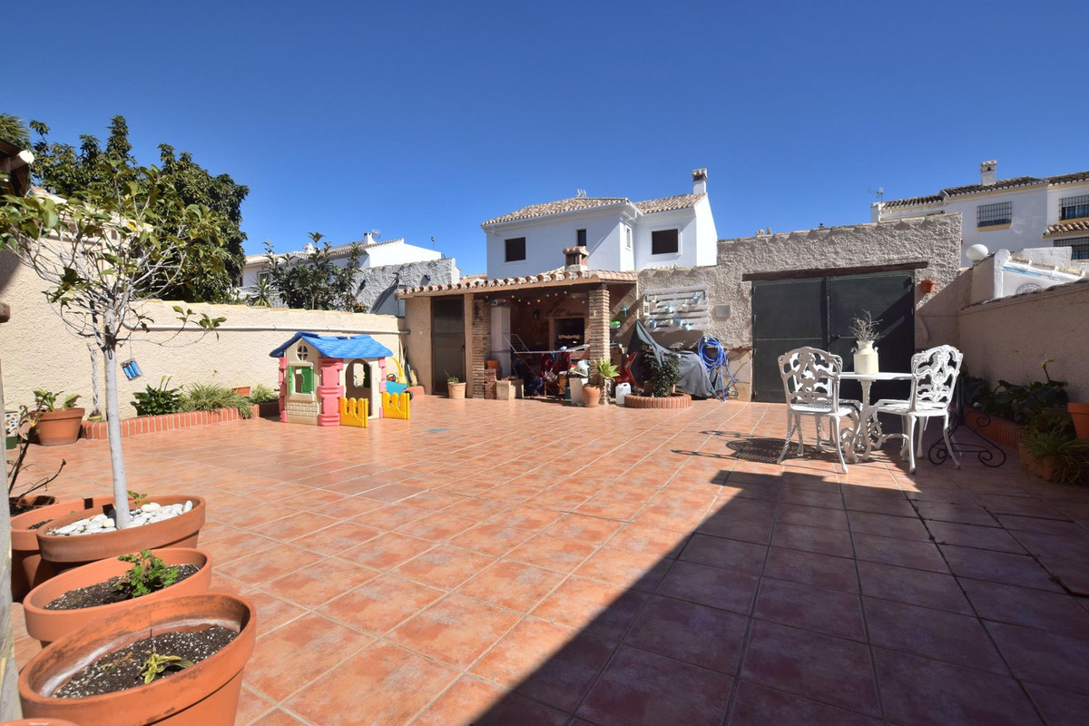 Independent townhouse located in the lower part of Los Pacos, Fuengirola Within walking distance to ,Spain