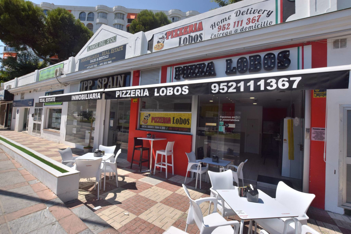 Traspass of Delivery Pizzeria located in Torreblanca, Fuengirola Second line beach The business is o,Spain
