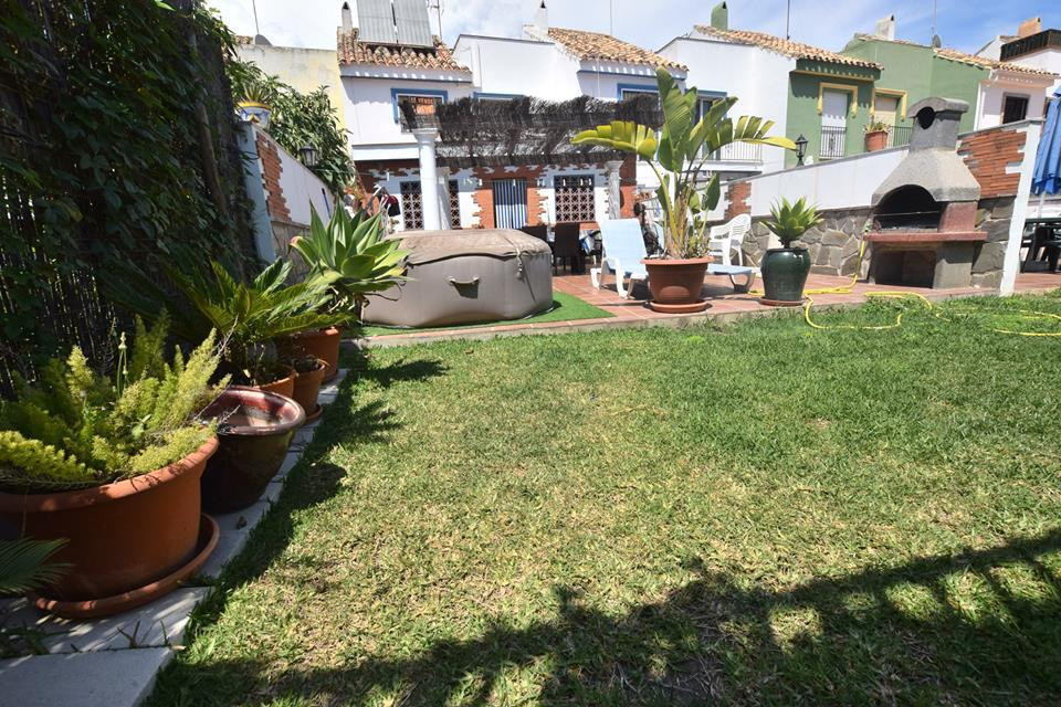 Townhouse with huge potential located in Los Boliches, Fuengirola Property within walking distance tSpain